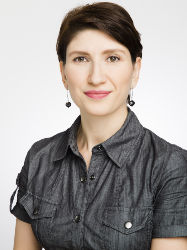 Headshot of Professor Ayten Gundogdu